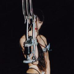 ARCA、最新アルバム『KiCk i』から 「Riquiquiqui」 のAI音楽ソフトによるリミックスを一挙100曲解禁