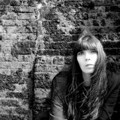 A.A.ウィリアムズ、ロックダウン中に制作された9曲入りのカヴァー・アルバムを2月にリリース